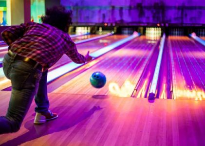 Tips On Sports Attire: What To Wear Bowling With Friends